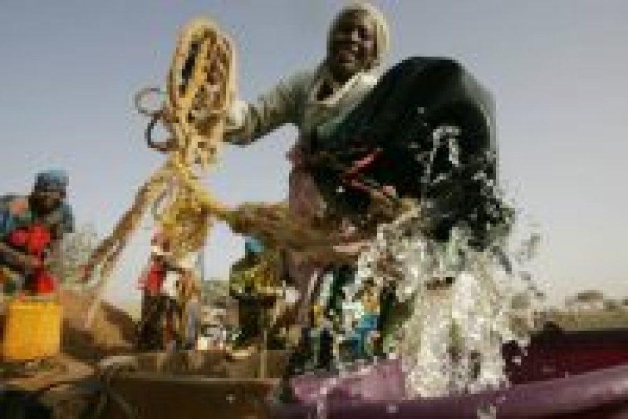 El acceso al agua potable para toda la población es esencial para el desarrollo sostenible